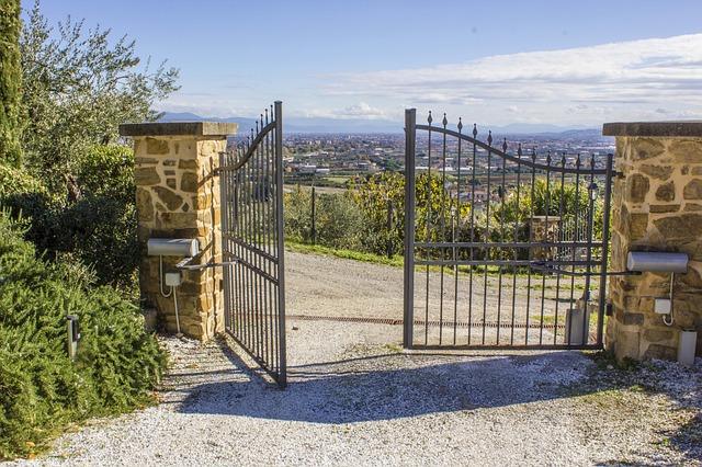 האם זה פשוט להוסיף בקרות מרחוק לפתח השער האוטומטי שלך?