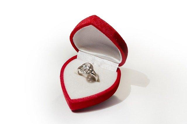 כיצד לטפל בטבעת האירוסין ותכשיטים